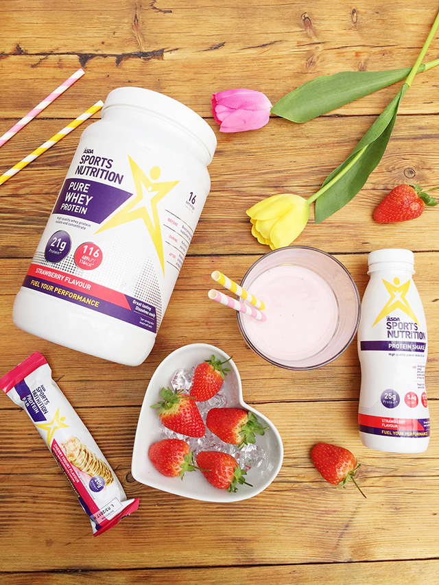 Strawberry & Banana Protein Smoothie recipe @gymbunnymum