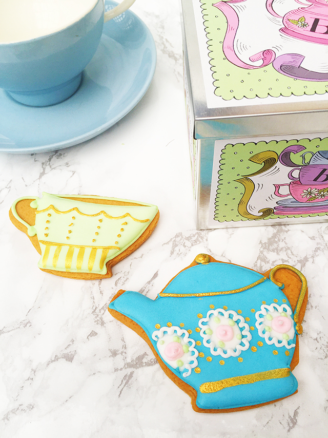 I love giving alternative gifts, something a little different that comes as a real surprise. That's partly why I fell in love with Biscuiteers and partly because they are simply stunning biscuits!