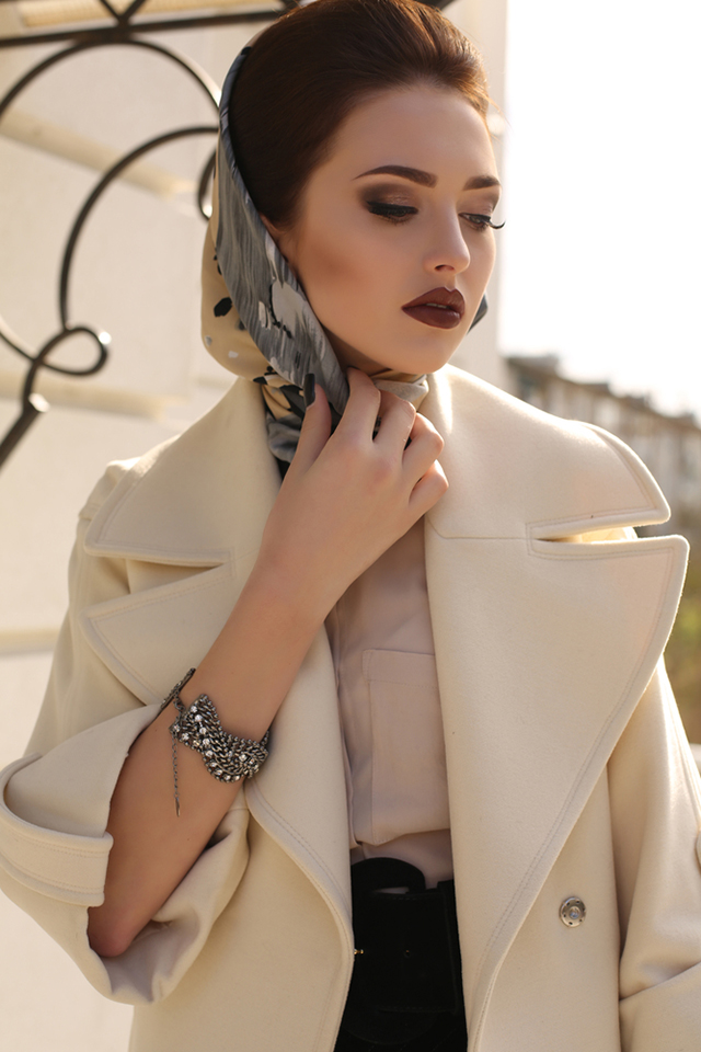 7 Pearl Jewellery Pieces to Add a Dash of Glam to Your Regular Outfits. fashion outdoor photo of beautiful lady with dark hair wearing elegant coat and silk scarf on head,posing in autumn park