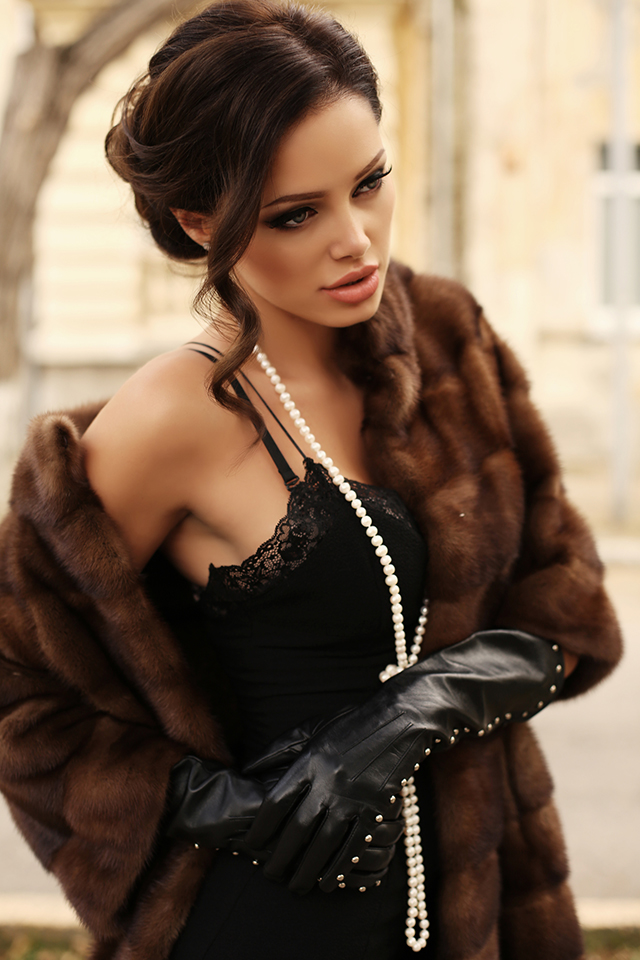 7 Pearl Jewellery Pieces to Add a Dash of Glam to Your Regular Outfits. fashion outdoor photo of beautiful sensual woman with dark hair wears luxurious fur coat,posing in autumn park