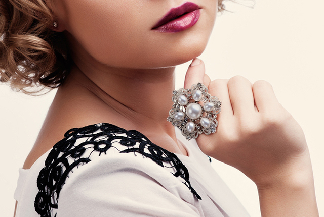 7 PEARL JEWELLERY PIECES TO ADD A DASH OF GLAM TO YOUR REGULAR OUTFITS